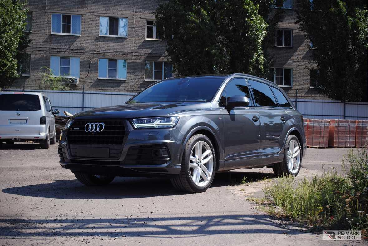 На фото Audi Q7 после обслуживания в Re-Mark Studio.