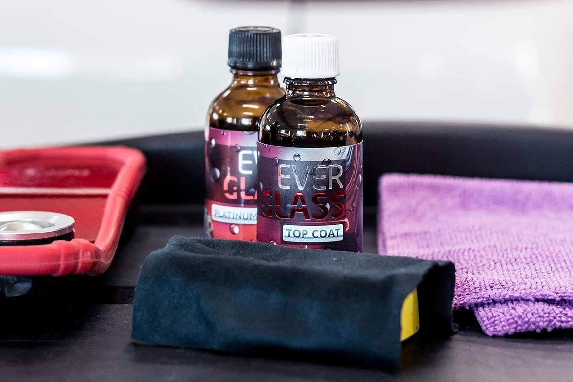 На фото продукты EverGlass – керамика Platinum Procoat и Topcoat в оригинальной упаковке.