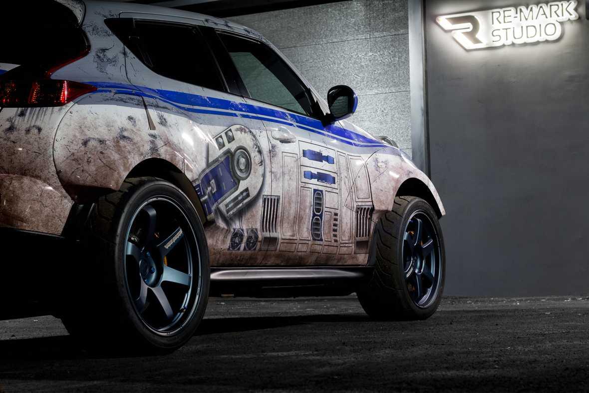 На фото пример тематического стайлинга - раллийный гоночный автомобиль в образе астродроида из фильма «Звездные войны».