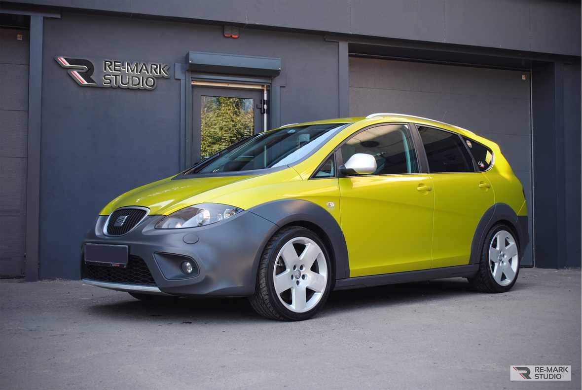 На фото автомобиль SEAT Altea Freetrack с обновленным экстерьером. Смотреть фото авто после оклейки цветным винилом.