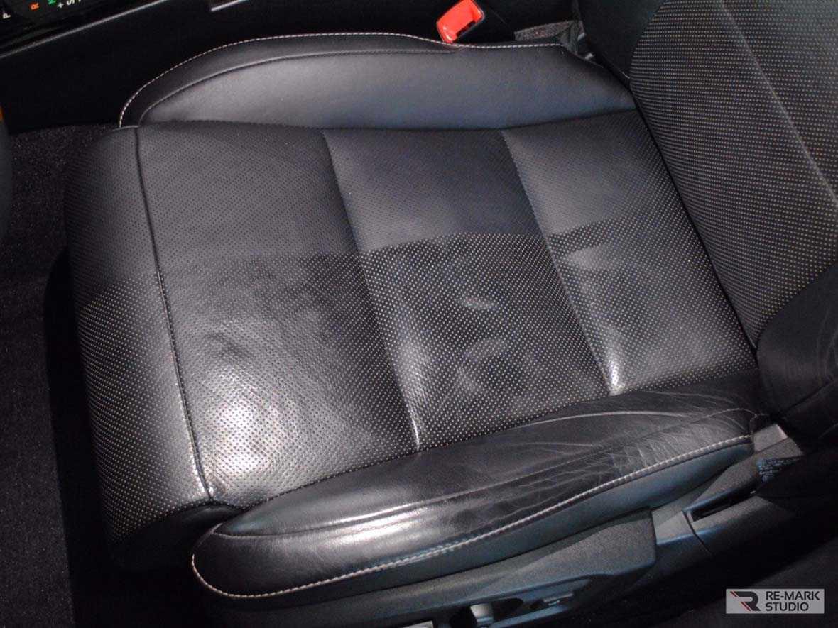 Смотреть на фото, как должна выглядеть чистая автомобильная кожа и чем она отличается от грязной.