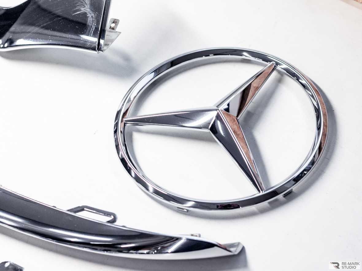 Смотреть на фото значок Mercedes-Benz до выполнения антихрома.