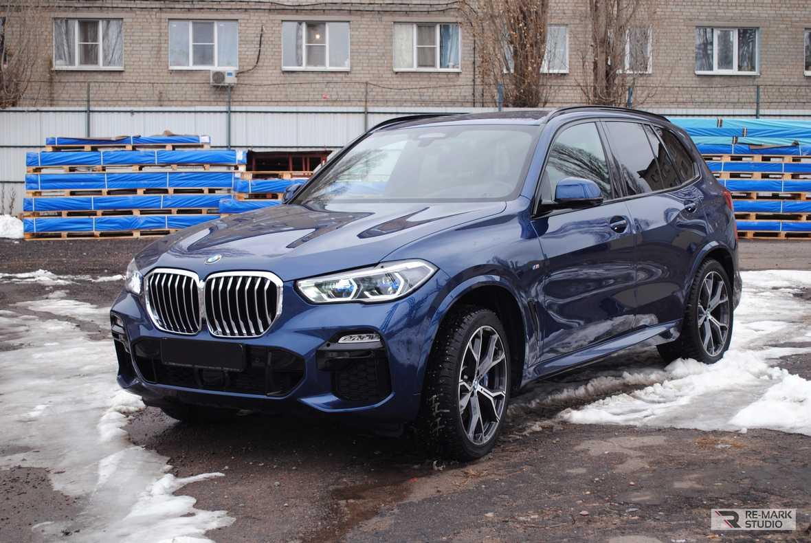 На фото BMW x5 - пример работы мастеров Re-Mark Studio