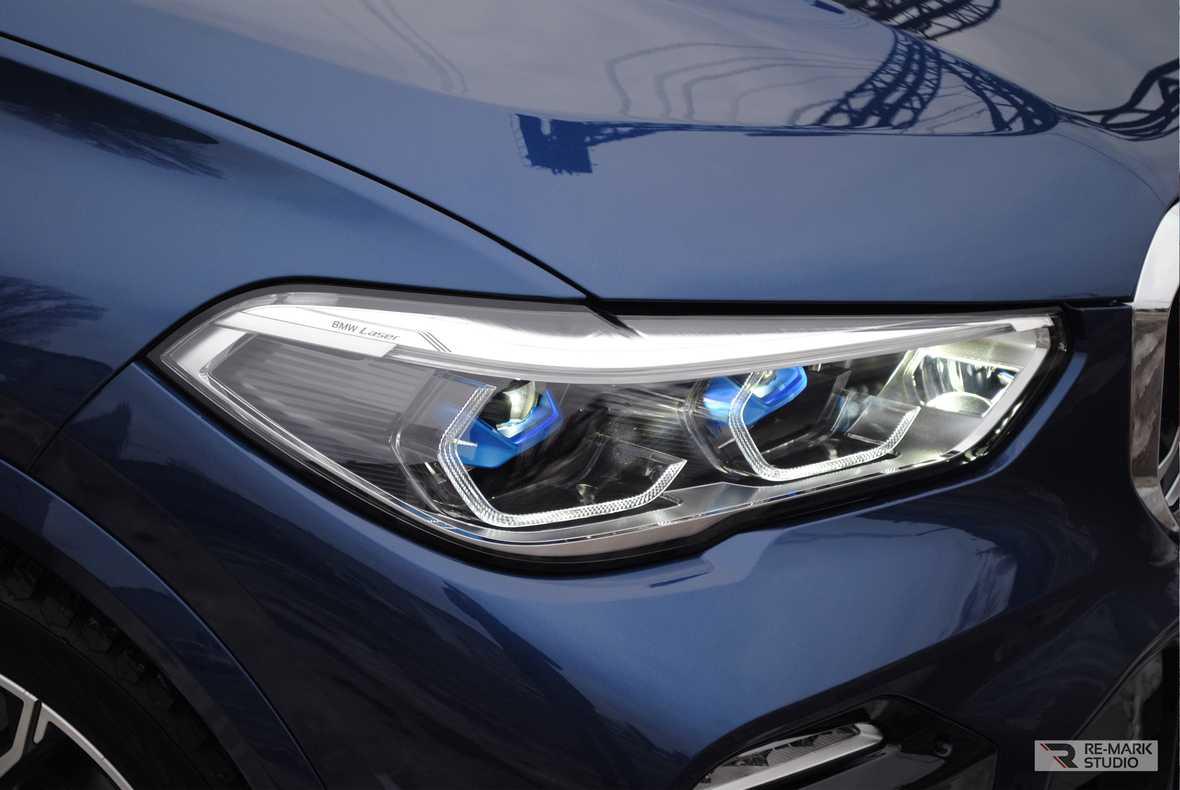 Смотреть на фото забронированную полиуретаном фару BMW X5