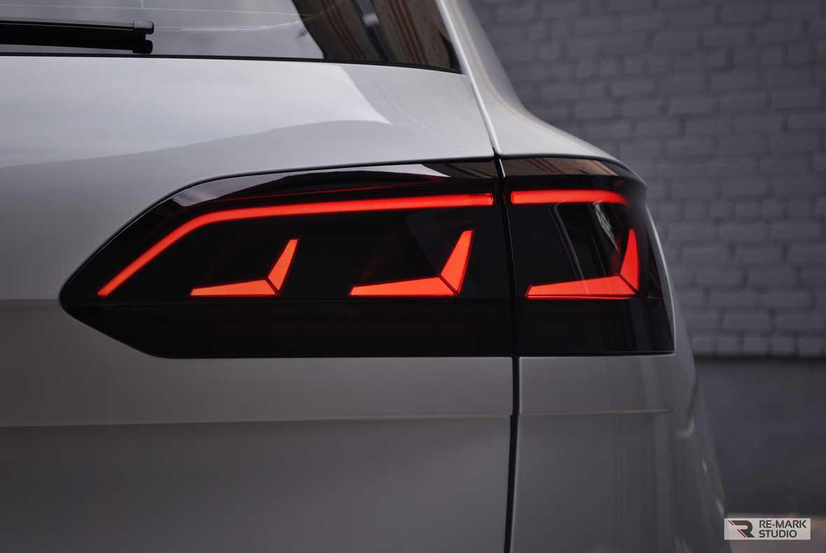 Смотреть на фото тонированные задние фонари автомобиля
