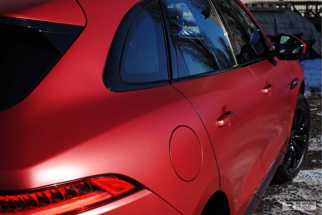 Смотреть на фото автомобиль, оклеенный матовой полиуретановой защитой.