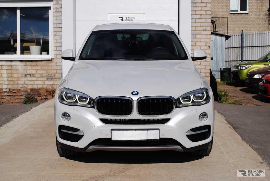 Смотреть на фото автомобиль BMW X6 после оклейки полиуретановой пленкой и обработки керамикой.