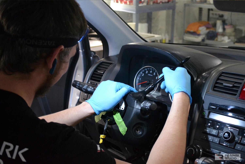 Смотреть на фото, как правильно делать химчистку салона автомобиля.