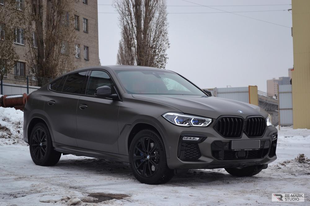 Смотреть на фото BMW X6 в матовой бесцветной полиуретановой пленке.