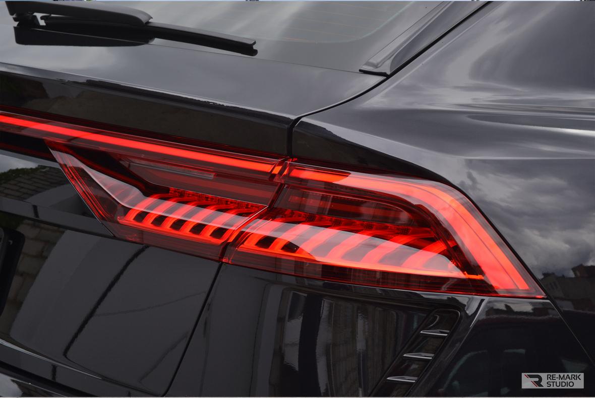 Фото из отчета воронежского детейлинга «RE-MARK STUDIO» по задаче бронирования автомобиля Audi RS Q8 антигравийной пленкой по лекалам.